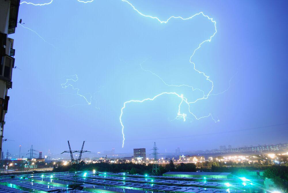 Гроза в Северо-Западном округе Москвы