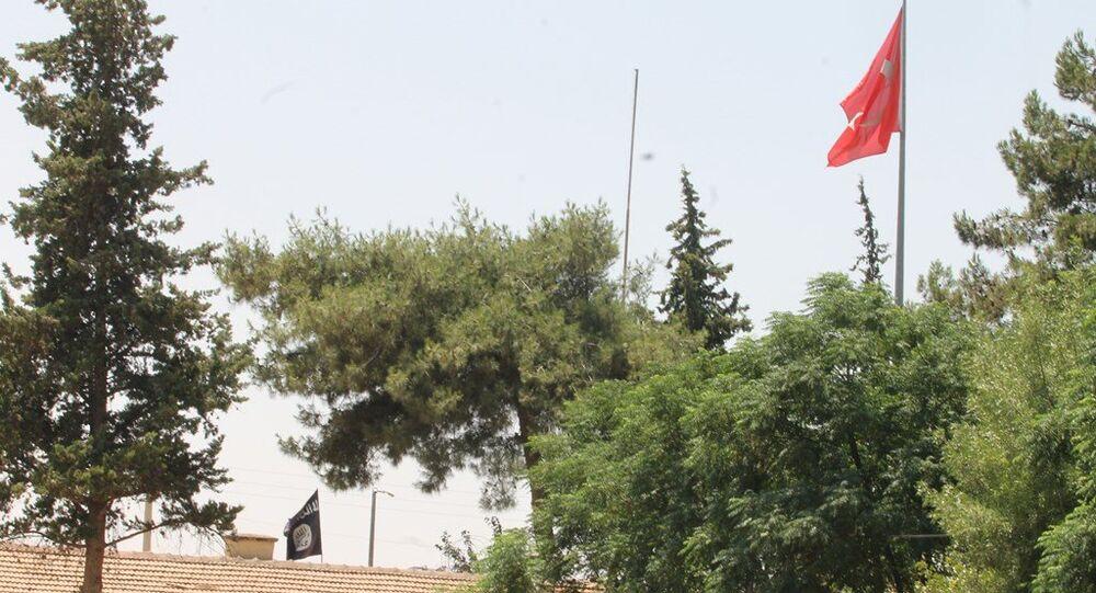 Türk askeri IŞİD'in sınır hattındaki hareketleri nedeniyle güvenlik önlemlerini en üst düzeye çıkardı.