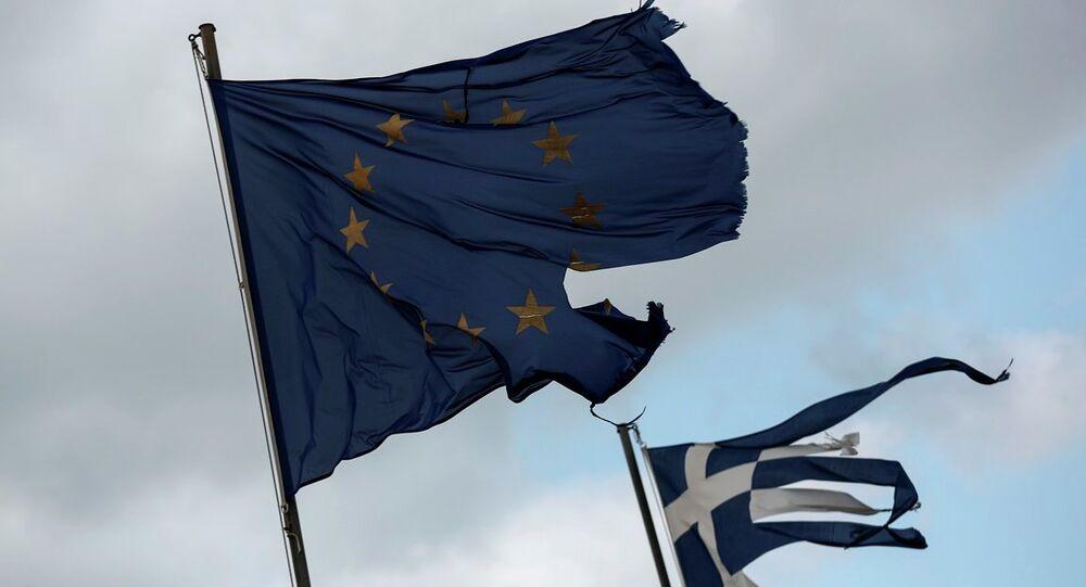 AB ve Yunanistan bayrakları