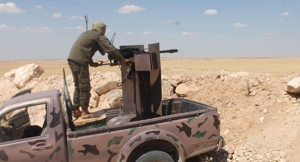 Rakka ile Tel Abyad arasında bulunan Ayn İsa kasabası civarında YPG ile IŞİD arasında çatışmalar sürüyor.
