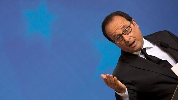 Zirvenin ardından konuşan Fransa Cumhurbaşkanı François Hollande, 'Şu an tartıştığımız olay Yunanistan'ın Euro Bölgesi ve AB'deki yeri' diyerek, ilk kez Yunanistan'ın AB'deki geleceğinin de sorgulandığına net şekilde işaret etti. Öte yandan Hollande hâlâ anlaşma ihtimali olduğunu, ama zaman kaybedilmemesi gerektiğini vurguladı. - Sputnik Türkiye