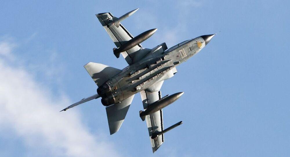 İngiliz Kraliyet Hava Kuvvetleri'ne ait Panavia Tornado tipi bombardıman uçağı