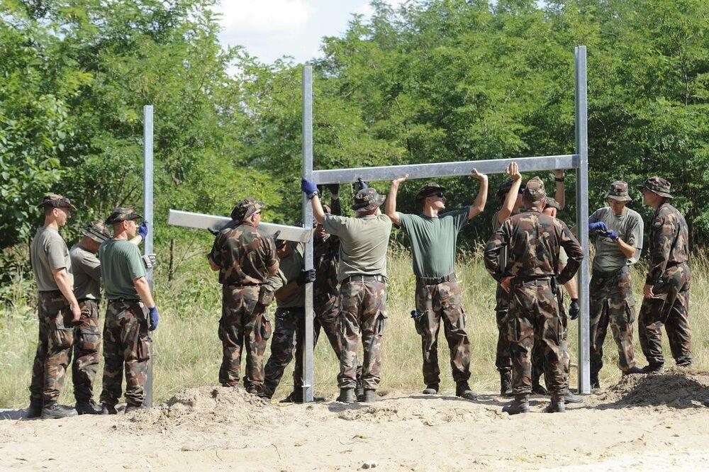 Macaristan göçmen duvarı