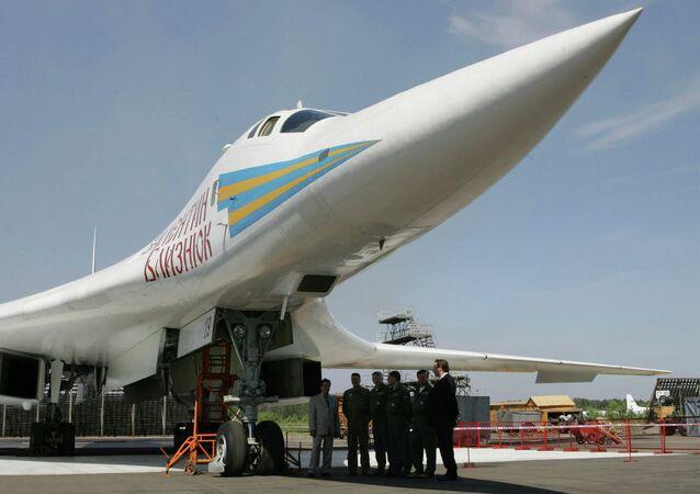 Rusya'nın bombardıman uçağı Tu-160
