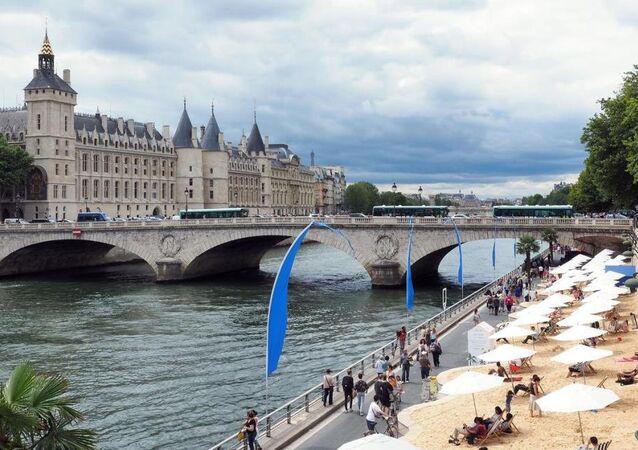 Paris'te plaj keyfi başladı