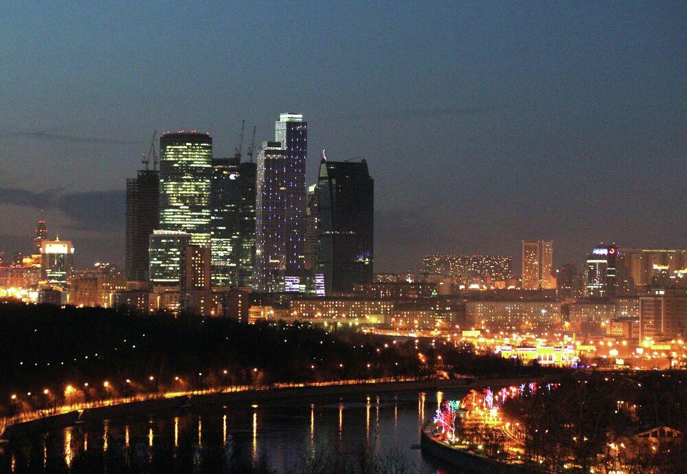 Moskova Uluslararası İş Merkezi akşam manzarası