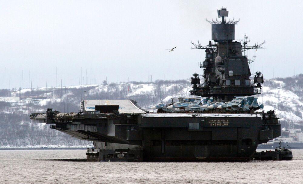 """""""Sovyetler Birliği Filo Amirali Kuznetsov"""" ağır uçak kruvazörü"""