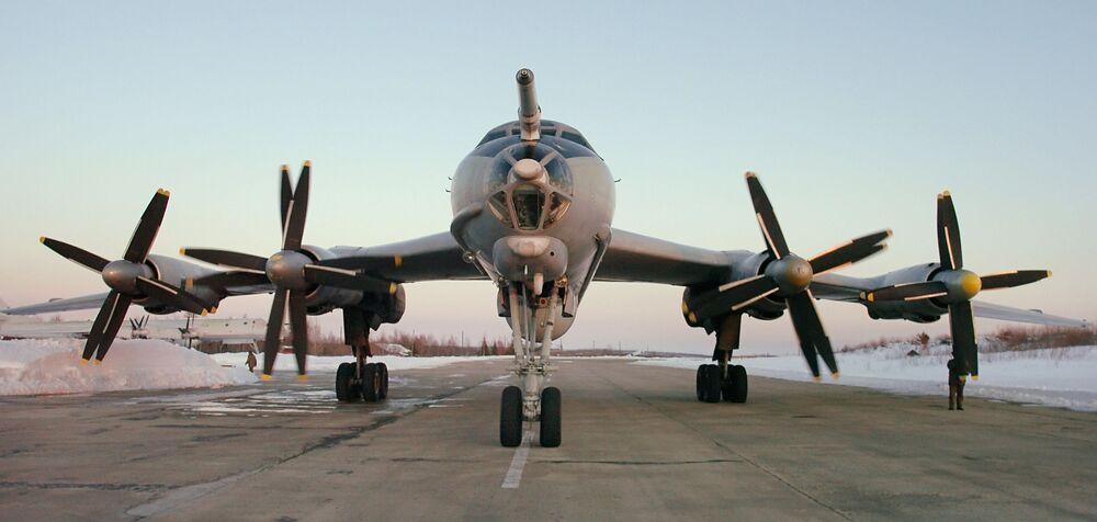 Tu-142 denizaltı avcısı uçak