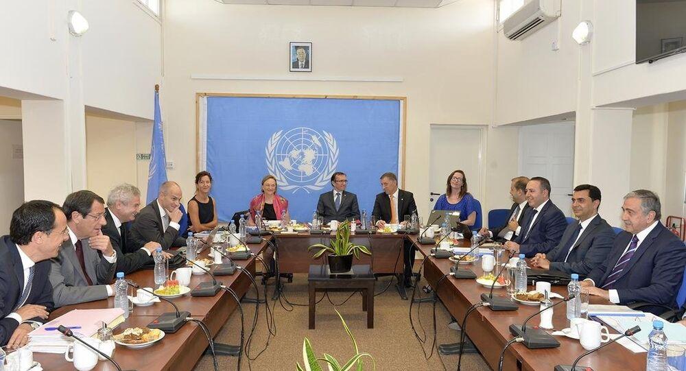 KKTC Cumhurbaşkanı Mustafa Akıncı ile Rum lider Nikos Anastasiadis, Kıbrıs müzakere süreci kapsamında BM Genel Sekreteri'nin Kıbrıs Özel Danışmanı Espen Barth Eide'nin ev sahipliğinde ara bölgede bulunan BM İyi Niyet Misyonu Ofisi'nde bir araya geldi.