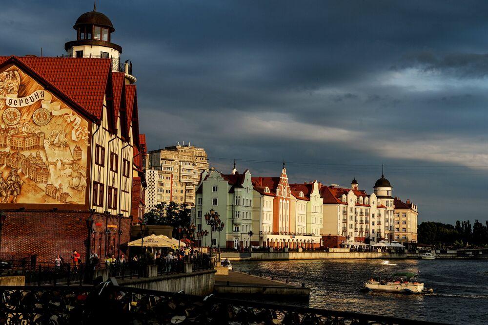 Kaliningrad'da Staraya pregolya nehri
