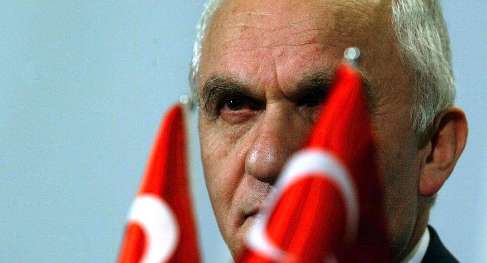 Dışişleri eski Bakanı Yaşar Yakış