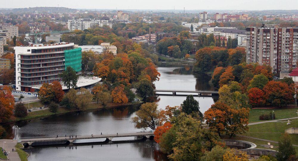 Kaliningrad'da Dvortsovoye gölü.