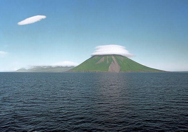 Kuril adaları deniz'den manzarası