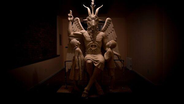 Michigan'daki Satanist Tapınağı'nda bulunan Bafomet heykeli - Sputnik Türkiye