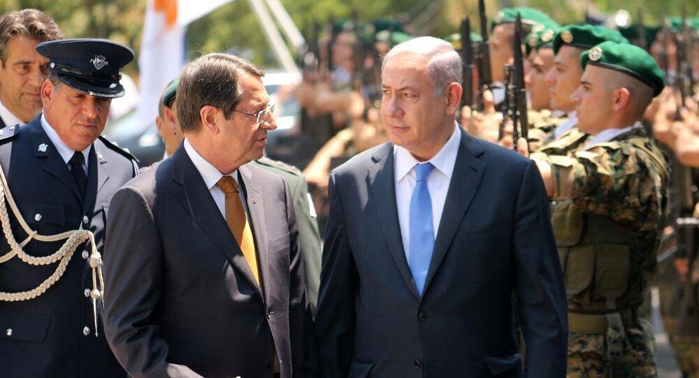 İsrail Başbakanı Benyamin Netanyahu, Kıbrıs ziyareti çerçevesinde Rum lider Nikos Anastasiadis ile Başkanlık Sarayı'nda bir araya geldi. Netanyahu'yu Rum Başkanlık Sarayı'nda resmi törenle karşıladı.