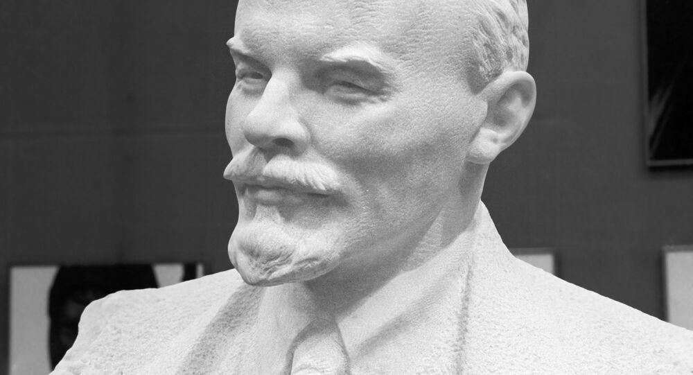 Nikolay Tomski'nin Vladimir Lenin heykeli