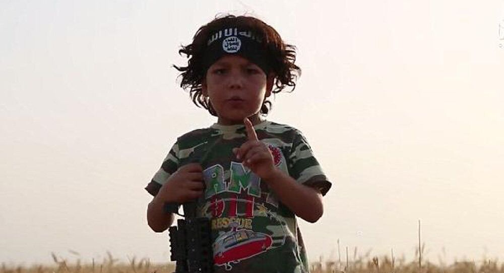 IŞİD'in esir aldığı 4 yaşındaki çocuk