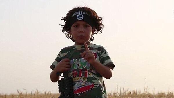 IŞİD'in esir aldığı 4 yaşındaki çocuk - Sputnik Türkiye