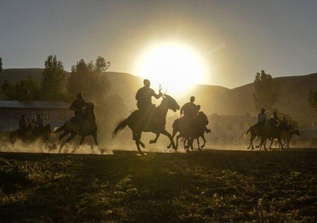 Ercişli Kırgızlar ata sporlarını kulüp çatısı altında sürdürüyor