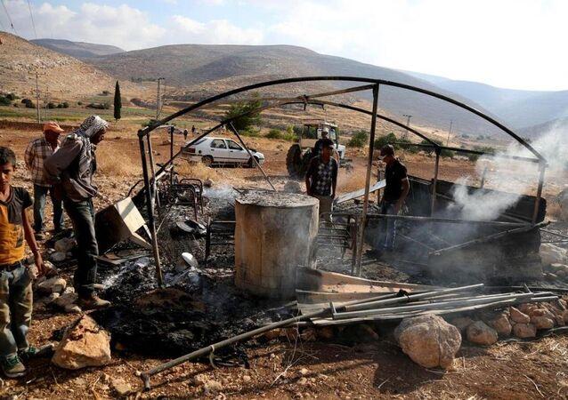 Yahudi yerleşimciler Filistinlilerin çadırını yaktı