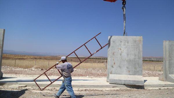 Türkiye-Suriye sınırına 3 metrelik beton duvar - Sputnik Türkiye