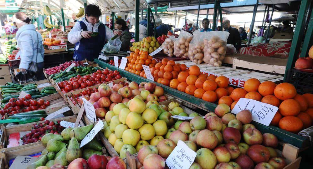 Rusya'da bir sebze pazarı