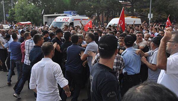 Şehit cenazesinde Akdoğan'a protesto - Sputnik Türkiye