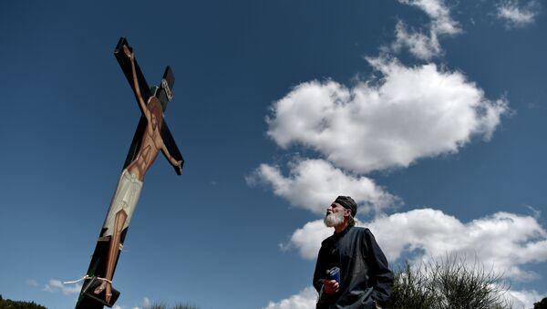 Atina'da bir İsa heykeli - Sputnik Türkiye