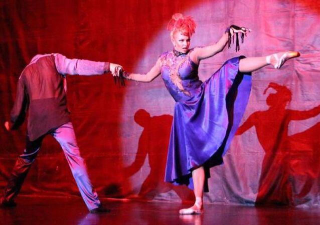 Moskova Bolşoy Tiyatrosu'nun eski baş balerini Anastasia Volochkova ve ekibi ayakta alkışlandı.