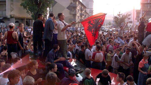 Kosovalı Arnavutlar, UÇK'ya destek gösterisinde - Sputnik Türkiye