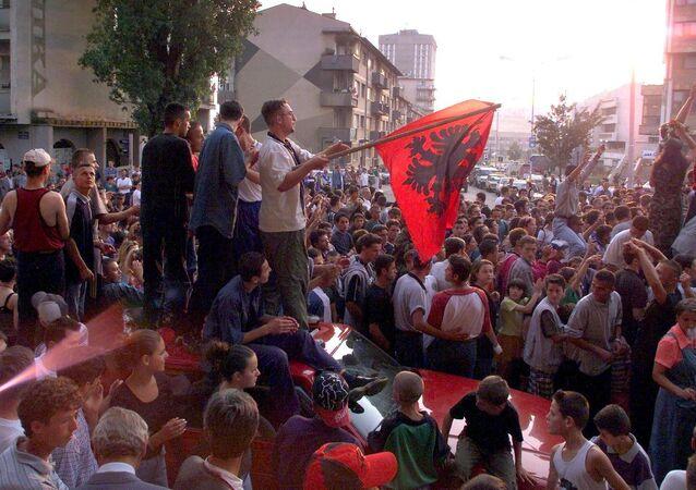 Kosovalı Arnavutlar, UÇK'ya destek gösterisinde