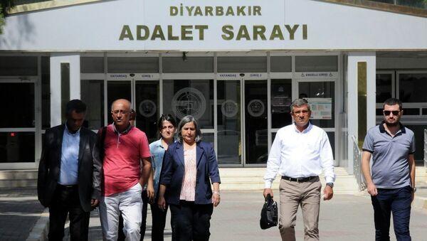 Diyarbakır'da 'öz yönetim' açıklaması yapan belediye başkanları adliyede - Sputnik Türkiye
