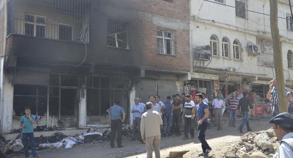 Silvan'da hendek kazan PKK'lılar polisle çatıştı