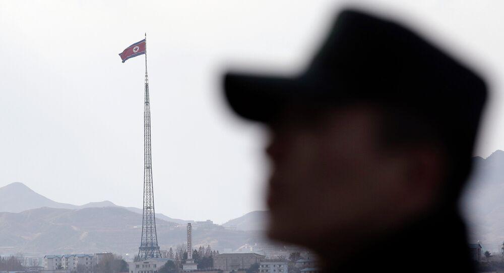 Kuzey Kore sınırındaki bir Güney Kore askeri