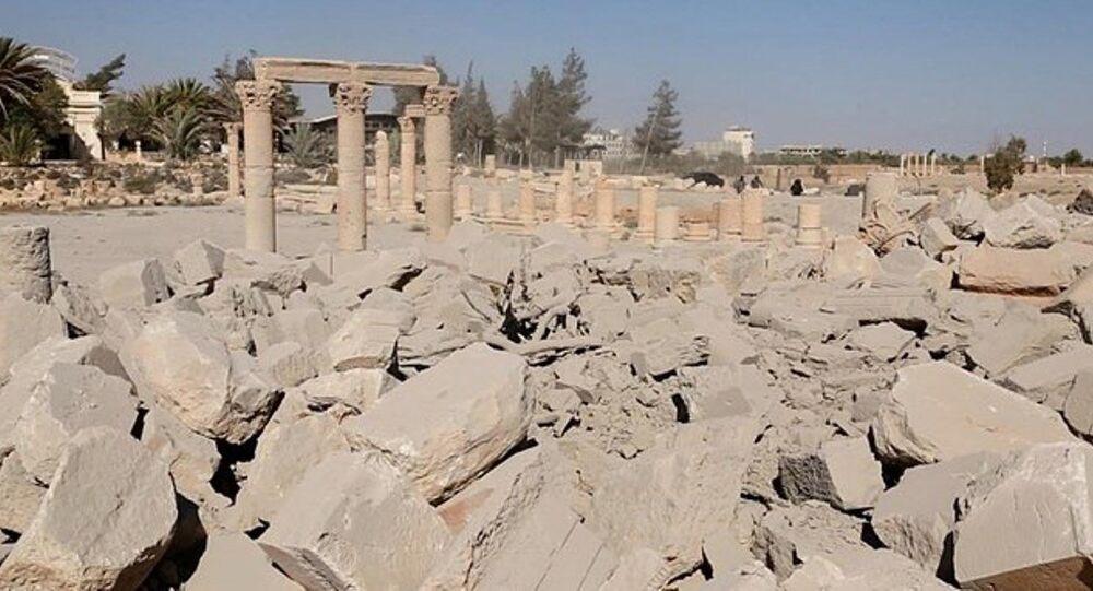 IŞİD, Palmira'daki tapınağın patlatılma fotoğraflarını yayınladı