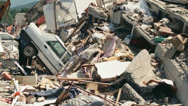 Marmara Depremi, merkez üssü olan Kocaeli'nin Gölcük ilçesinde ağır hasara neden olmuştu. - Sputnik Türkiye