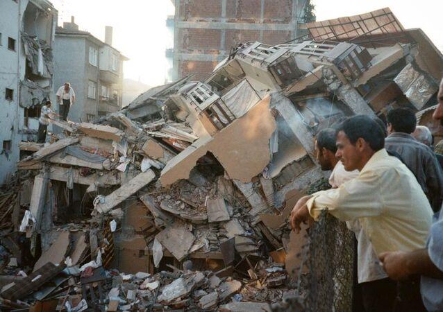 Marmara Depremi'nden en fazla hasar gören bir diğer kent olan Yalova'da resmi rakamlara göre 13 bin 939 bina yerle bir olmuştu.