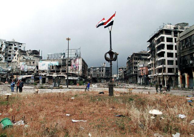 Humus'ta Suriye bayrakları
