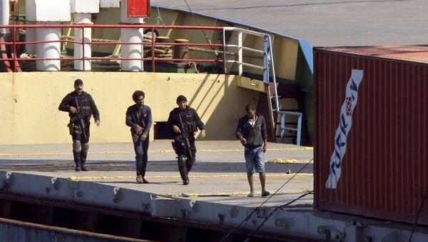 Türkiye'den Libya'ya giden gemide silah yakalandı - Sputnik Türkiye