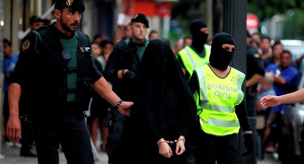 İspanya'nın Gandia kentinde IŞİD'e kadın üye kazandırmaya çalışmakla suçlanan 18 yaşındaki Fas asıllı bir kadın tutuklandı.