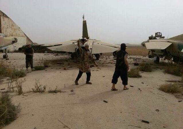 Nusra Cephesi, Ebu Duhur Askeri Havaalanı'nı ele geçirdi.