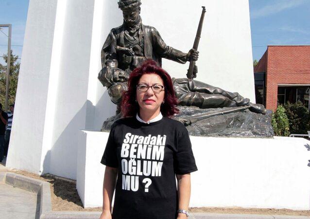 CHP'li Tur Yıldız Biçer'den tişörtlü protesto