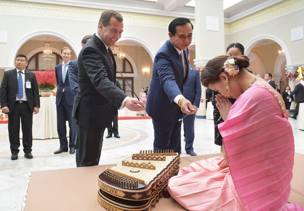 Başbakan Medvdev 50 yaşında