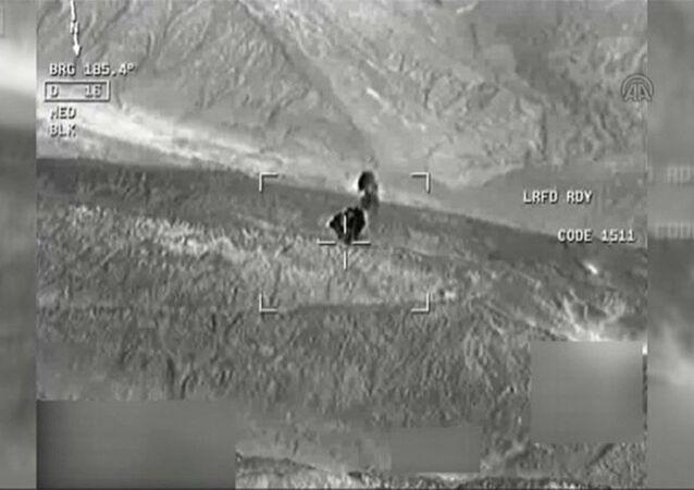 PKK'nın mühimmat deposunun imhası havadan görüntülendi