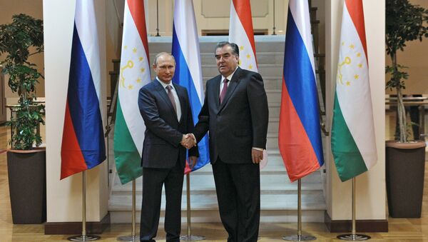 Rusya Devlet Başkanı Vladimir Putin, Tacikistan'ın başkenti Duşanbe'de Tacikistan Devlet Başkanı İmamali Rahman ile bir araya geldi.  - Sputnik Türkiye
