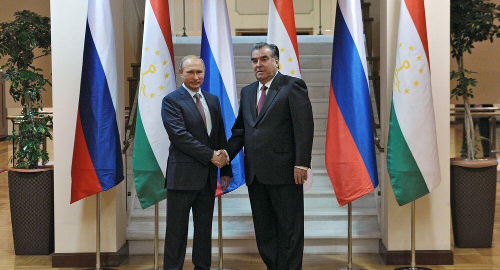 Rusya Devlet Başkanı Vladimir Putin, Tacikistan'ın başkenti Duşanbe'de Tacikistan Devlet Başkanı İmamali Rahman ile bir araya geldi.
