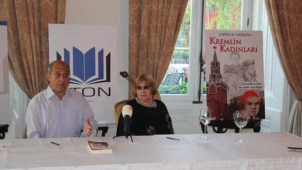 Rus yazar Larisa Nikolayevna Vasileva - Sputnik Türkiye