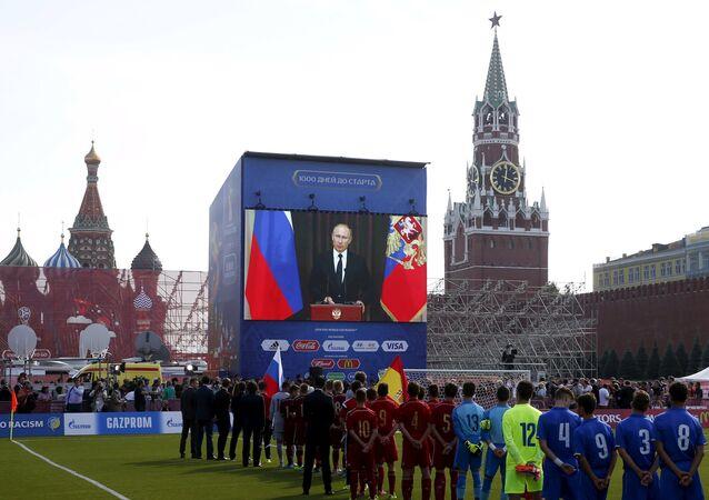 Rusya Devlet Başkanı Vladimir Putin, 2018 Dünya Kupası'nı layığıyla gerçekleştirmek için her şeyi yapacaklarını söyledi.