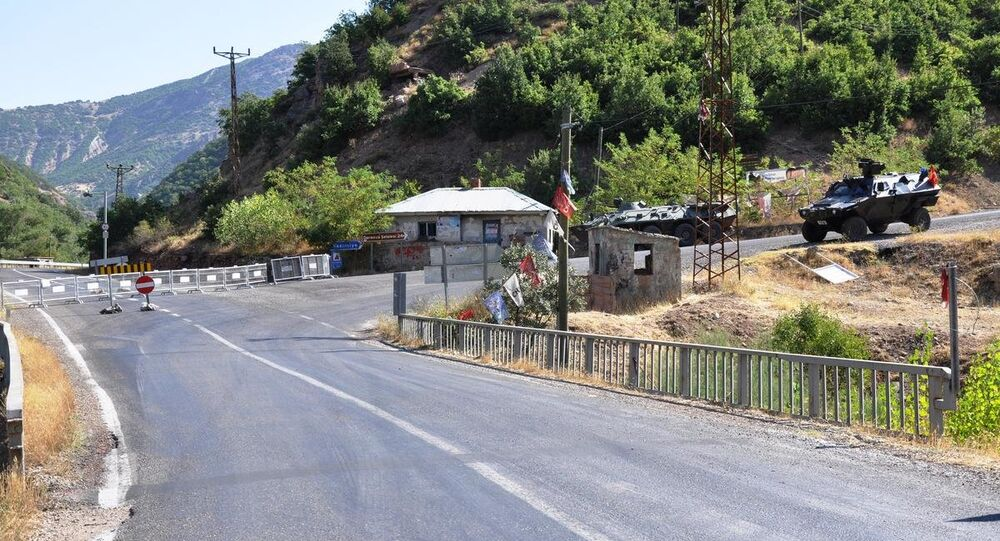 Tunceli'de güvenlik gerekçesiyle iki ilçe yolu ulaşıma kapatıldı