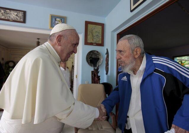 Papa Francis- eski Küba lideri Fidel Castro